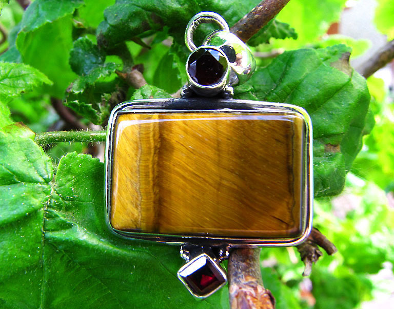 Indian Silver Jewelry Pendant • Tiger's-eye and Garnet