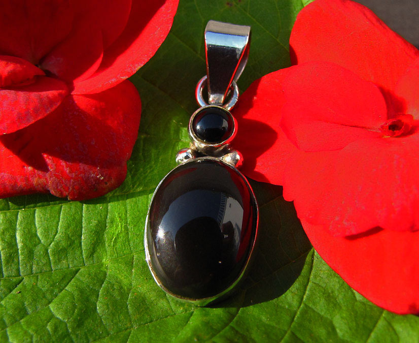 Noble Indian Silver Jewelry Pendant with black Onyx Gems