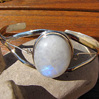 Delicate Indian 925 Silver Bangle - shimmering Moonstone