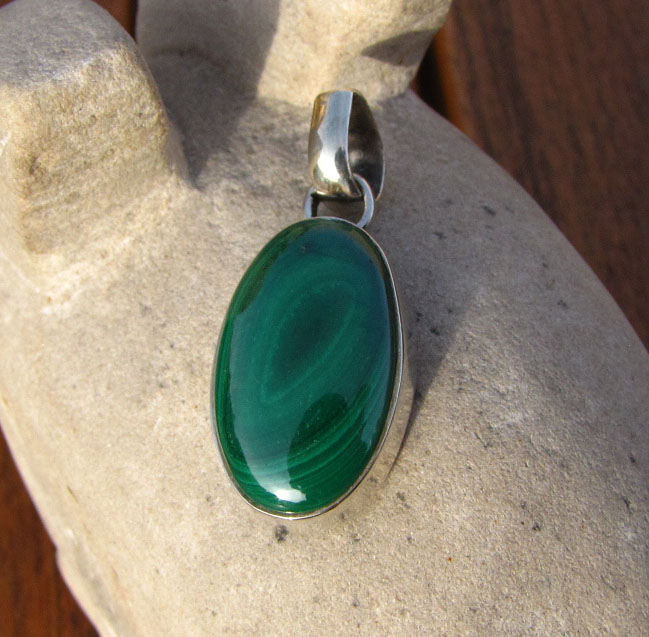 Indian silver jewelry pendant with malachite oval/15