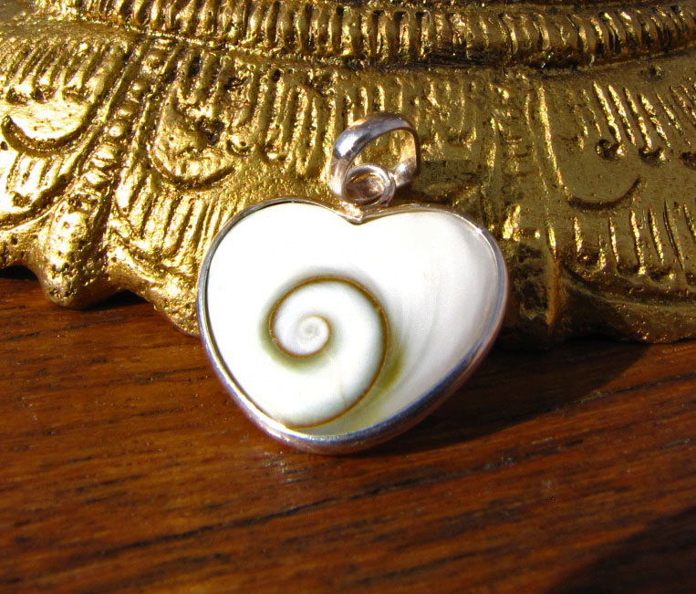 Indian Shiva Shell Pendant heart-shape - 925 Silver Jewelry
