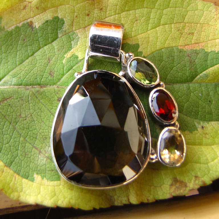 Silver pendant with Smoky Quartz decorated with Peridot, Garnet, Citrin - 'Jaipur/20-1'