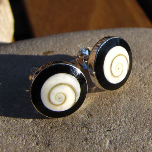 Stud Earrings Shiva Shell with Onyx - 925 Silver Jewelry