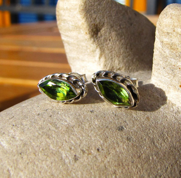 Indian Stud Earrings 925 Silver - Peridot in navette shape