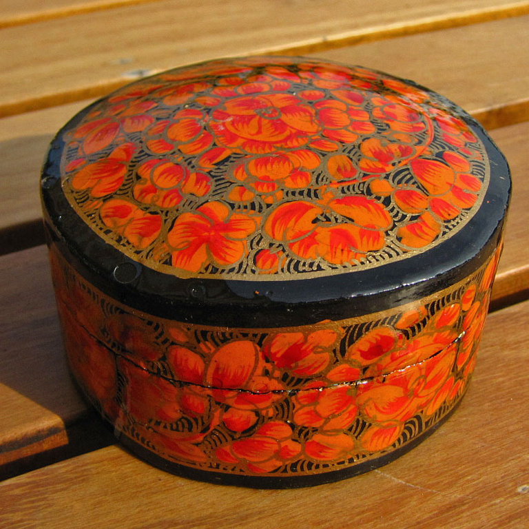 Indian painted paper casket, box papier-mâché - 'Kashmir /15'