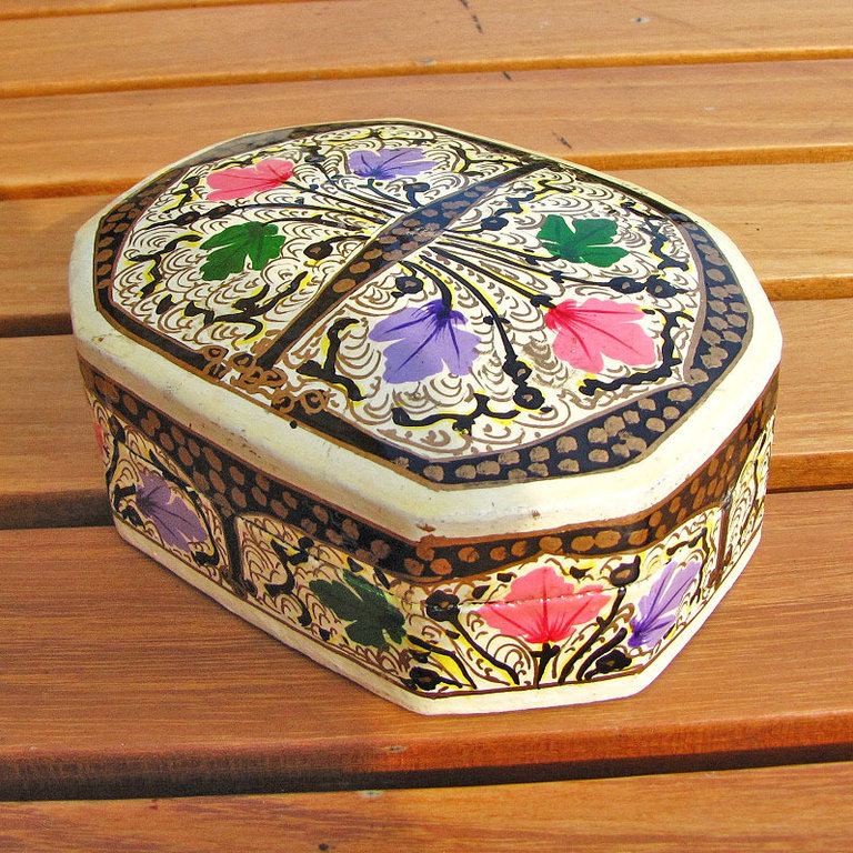 Indian painted paper casket, box papier-mâché - 'Kashmir /7'