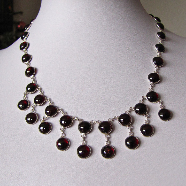 Necklace with Garnet - Indian Silver Jewelrey - 'Kerala/50'