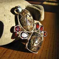 Pendant Fossils Agate with Garnet - Silver Jewelry India 17-3