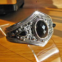 Gorgeous Indian Silver Bangle with Onyx - 'Madras' 17-7