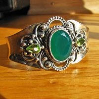 Indian Ethnic Jewelry Silver Bangle with Jade 'Madras/17-6'