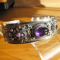 Solid Indian silver bangle with amethyst - 'Madras/17-4'