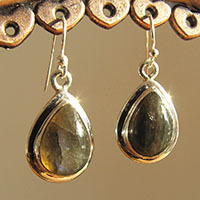 Indian Labradorite Earrings drop-shape delicate 925 Silver Rim