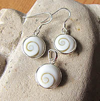 Shiva Shell Jewelry Set - Pendant and Earrings 925 Silber