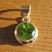 Indian Peridot Pendant round - 925 Silver Jewelry